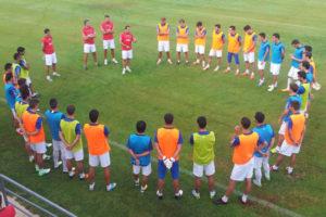 Sergi Barjuan dialogando con sus jugadores.