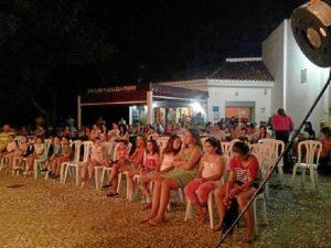 Teatro al aire libre en Puerto Moral.
