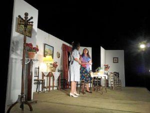 Representación teatral en Puerto Moral.