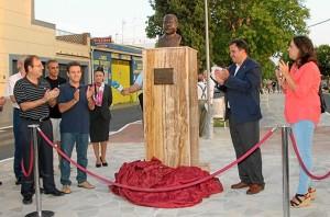 Inauguración del busto en San Juan del Puerto.