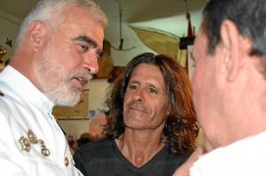El almirante Bolíbar recordando viejos tiempos con 'Teto', a la derecha de la foto.