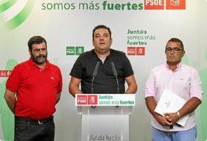 Alcaldes de las tres entidades locales autónomas en la sede del PSOE.