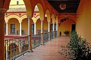 Claustro del convento de San Francisco en Moguer.