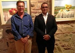 El alcalde de La Redondela junto al pintor