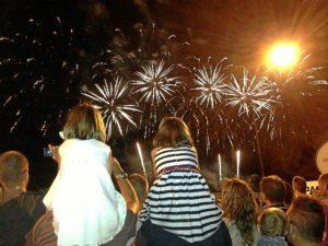 Los fuegos artificiales pusieron punto y final a los fiestas.