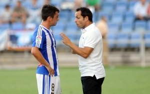 Sergi Barjuan dando instrucciones a Jonathan Valle. (Espínola)