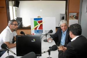 Los alcaldes intervienen en la nueva emisora.