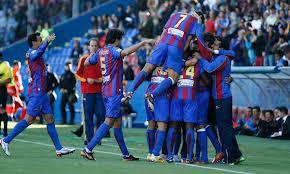 Jugadores del Levante celebrando un gol.