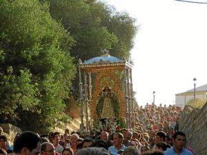 Multitudinario traslado de la Virgen de Montemayor a Moguer.