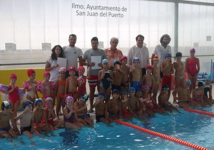 Clausura de los cursos de nataci n en la piscina de san for Piscinas san juan pamplona