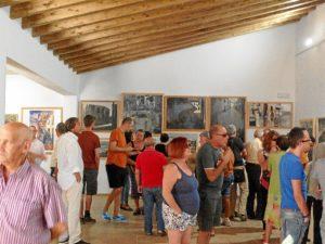 Numerosas personas abarrotaron el museo.