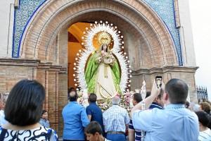 Salida de la Virgen del Valle de su ermita durante el traslado.
