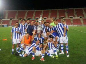 Plantilla del Recreativo de Huelva con el Trofeo Ciudad de Palma.