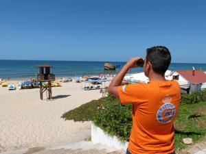 Vigilantes en la playa de Matalascañas.