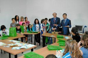 Pedro Rodríguez y Felipe Arias, durante una visita de estudiantes a un Punto Limpio de la capital.