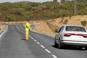 Obras de mejora en la carretera de Alosno a Puebla de Guzmán.
