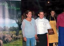 Entrega del premio al ganador del certamen.