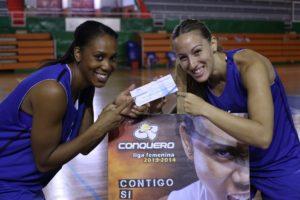 Cindy Lima e Itziar Germán, capitanas del CB Conquero. (Pedro Burgos)