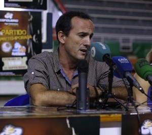 Gabi Carrasco, técnico del CB Conquero. (Pedro Burgos)