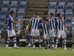 Jugadores del Recreativo celebrando el gol de la victoria. (J. Pérez)