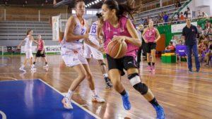 Amaya Gastaminza, jugadora del CB Conquero, ante Perfumerías Avenida.