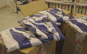 Camisetas de regalo para los socios del Recreativo de Huelva.