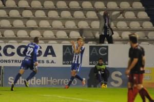 Javi Lara celebrando uno de los goles de la Ponferradina. (www.infobierzo.com)