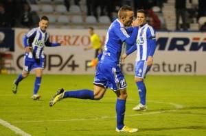 Alberto Aguilar celebraba el tercer tanto de la Ponferradina. (www.infobierzo.com)