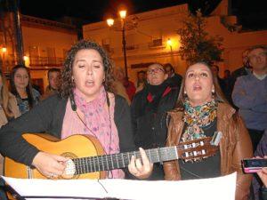 Mari Toni Contreras y Ana Rodríguez interpretando la Salve.