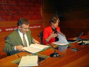 Firma del convenio con la Universidad de Huelva.