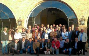 Foto de familia de los asistentes al acto.
