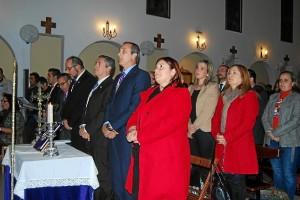 La nueva Junta de Gobierno del Cristo de la Buena Muerte junto a las autoridades municipales.