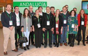 Caraballo, en la imagen, junto a los nueve miembros por Huelva integrados en el Comité Director.