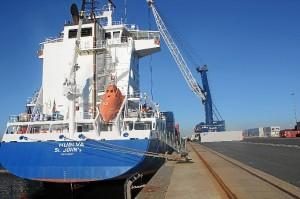 El barco de OPDR en el muelle del Puerto de Huelva.