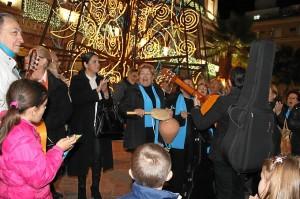 Los coros de mayores cantan a la Navidad.