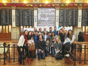 Universitarios de Huelva en la Bolsa de Madrid.