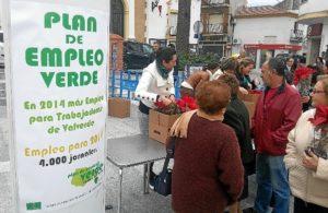 Entrega de flores de Pascua en Valverde.