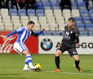 Cifu realizando un recorte sobre un jugador del Jaén. (Espínola)