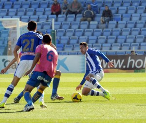 Jorge Larena peleando un balón. (Espínola)