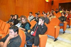 Alumnos en la entrega de los diplomas.