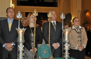 La Alcaldesa, primera por la derecha,  junto al presidente de la Hermandad, la Hermana Mayor y el Presidente del Consejo de Hermandades.