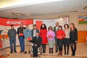 Foto de familia de todos los premiados junto a responsables públicos y de Cepsa.