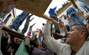 Tiradas en honor de San Antonio Abad en Trigueros. (Julián Pérez)