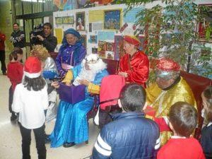 Visita de los Reyes Magosa al CP Los Rosales.