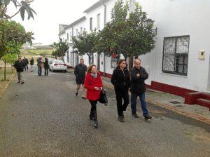 Visita a las viviendas cuyas zonas comunes van a ser rehabilitadas en Encinasola.