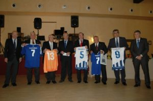 Veteranos del Recreativo de Huelva homenajeados.