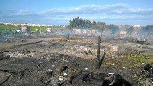 Campamento incendiado en Lepe-03