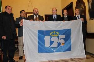 Entrega de la bandera del 125 aniversario del Recreativo de Huelva.