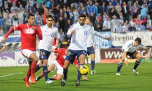 Menosse hizo un gran partido en defensa ante el Murcia. (Espínola)