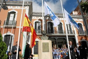 Izado de la bandera del 125 aniversario del Recreativo de Huelva.